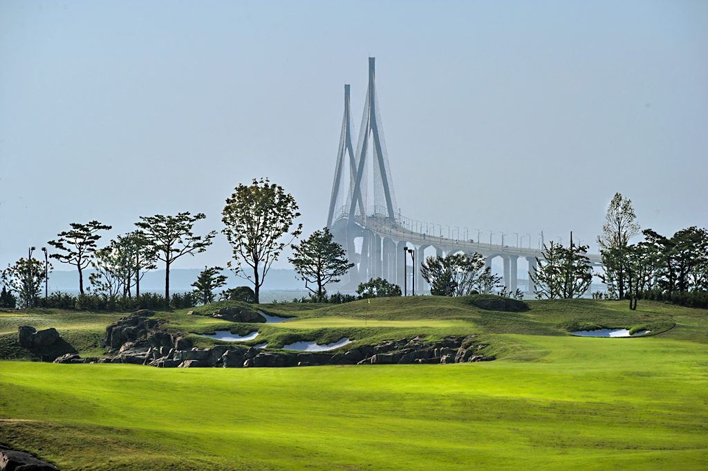 The 15th hole fairway at Jack Nicklaus Golf Club Korea